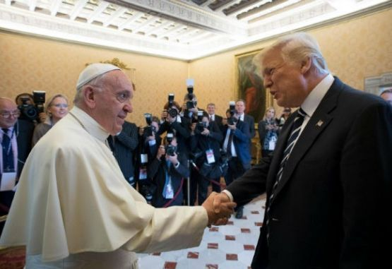 Papa Francisco y Donald Trump.
