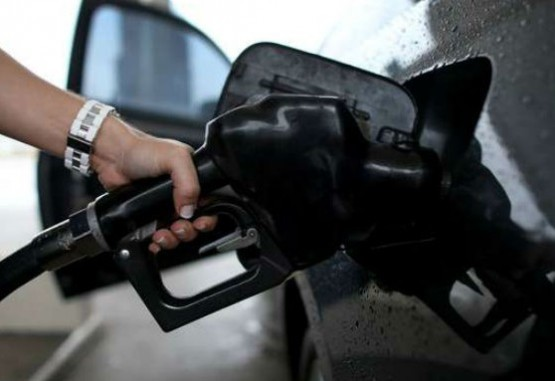 Ministros se reunirán con alcaldes para resolversobretasa de gasolina