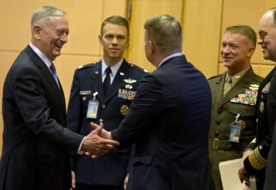 La Otan se reúne con nuevo jefe del Pentágono