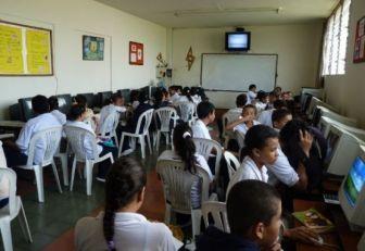 Estudiantes de Girardota recibieron computadores