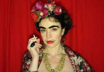 Flora Martínez en el papel de Frida.