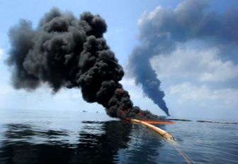 Autoridades de Ecuador investigan derrame de petróleo