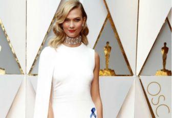 Las estrellas de los Óscar lucen lazos azules en apoyo a ACLU