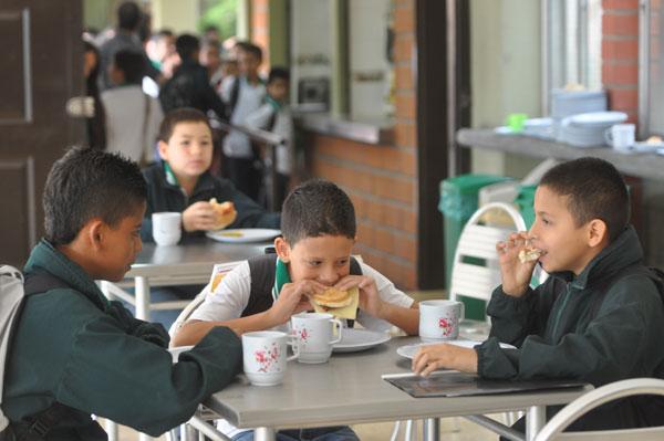 M S De Estudiantes Se Benefician Del Restaurante