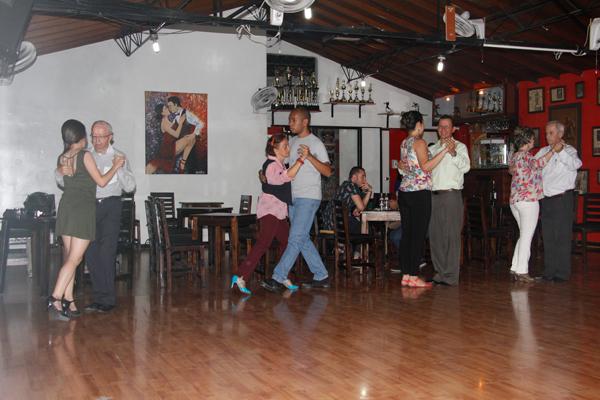 El tango de sal n no tiene edades for A puro tango salon canning