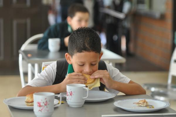 Desde El Martes Habr Restaurante Escolar