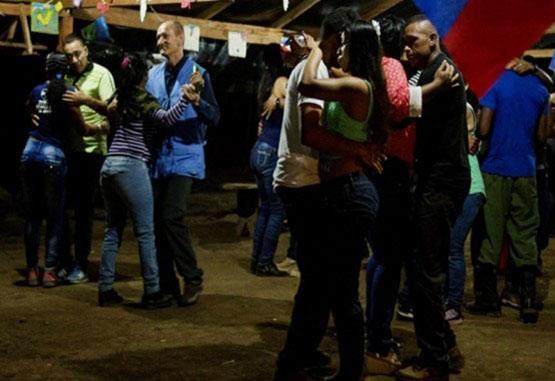 Misión de ONU suspendió a cuatro observadores por baile con las Farc