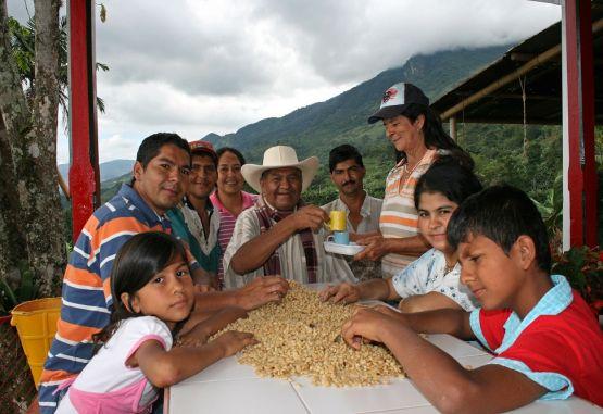 El salario mínimo, la familia y las necesidades básicas en Colombia | El  Mundo
