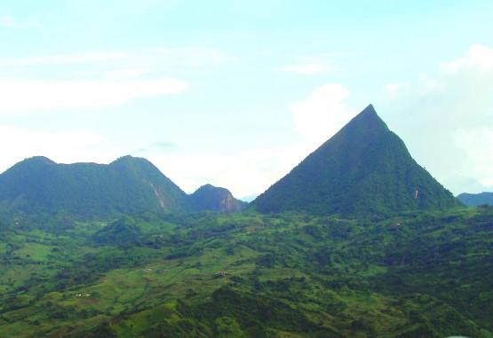 Cerro Tusa:la pirámide de la Diosa de los Espejos