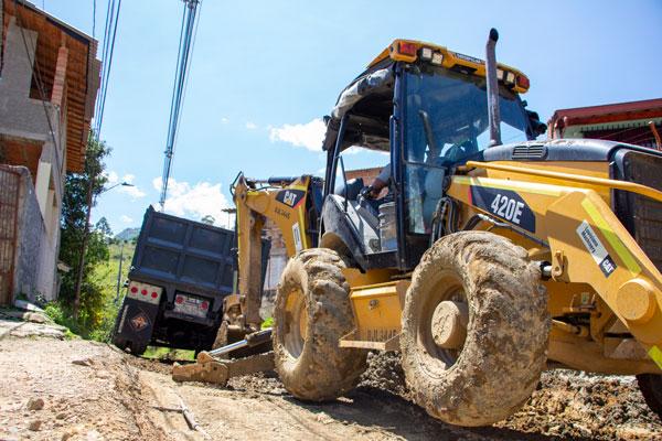 Maquinaria amarilla para construcción de vías