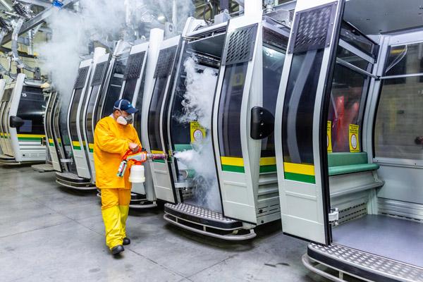 Las nebulizaciones se realizaron también en los vehículos tranviarios y las cabinas del Metrocable