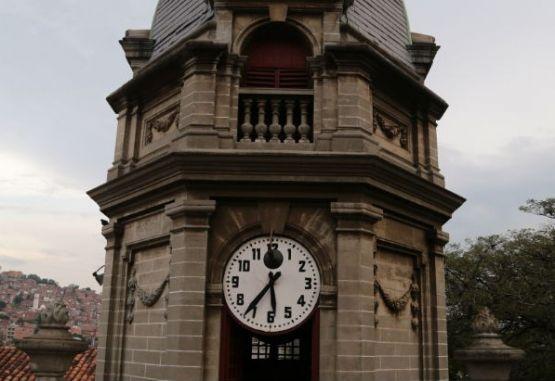 La San 40 Volvió Reloj Tras A De El Funcionar Iglesia Años Y6yvfgb7