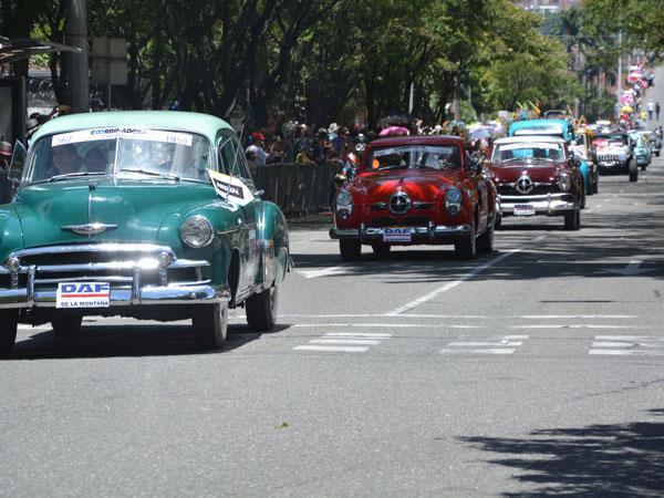 Desfile de autos clásicos y antiguos de Medellín