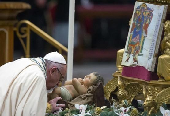 La sociedad está en deuda con los jóvenes: último mensaje del papa en 2016