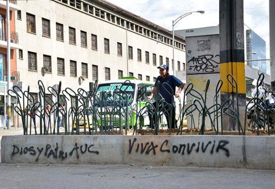 Desmantelan fábrica en Medellín que hacía camisas falsas del Mundial ... 0ce8a4a89883e