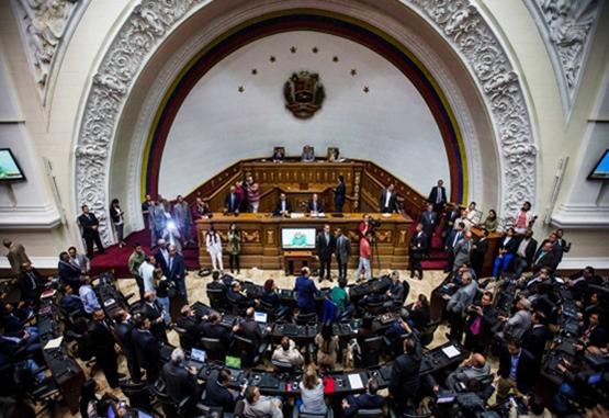 Parlamento venezolano declaró el abandono de cargo de Maduro
