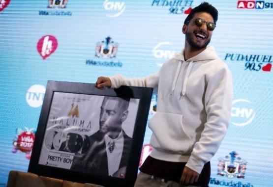 Maluma recibió en Viñacuádruple disco de platino y habló de polémica