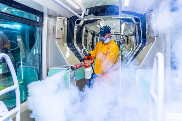 Desde el inicio de la pandemia, el Metro ha reforzado sus rutinas de limpieza y desinfección.