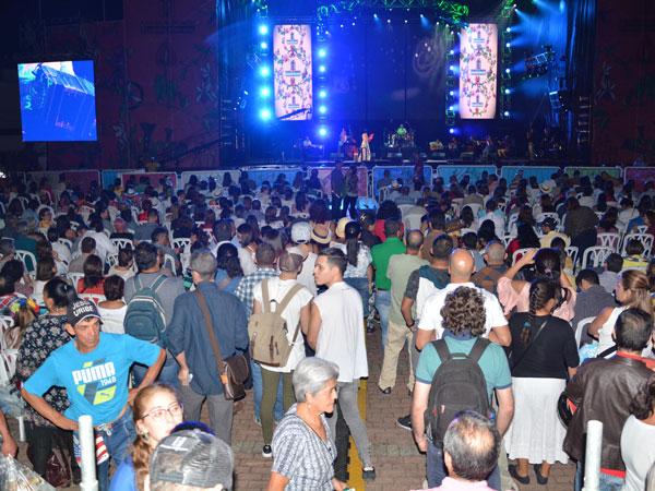 Parque cultural nocturno en Feria de las Flores