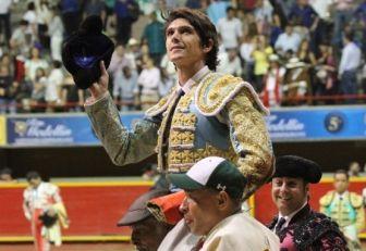Sebastián Castella salió hombros tras su encerrona en La Macarena.