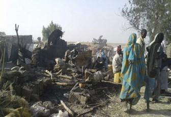 90 muertos en campos refugiados tras bombardeos de Ejército nigeriano