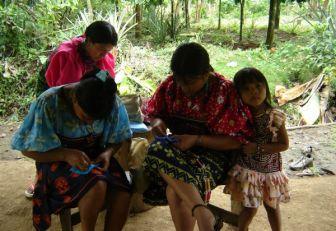 Saberes ancestrales se abren paso en el sistema educativo colombiano